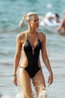 La modelo Paige Butcher de vacaciones en Hawái