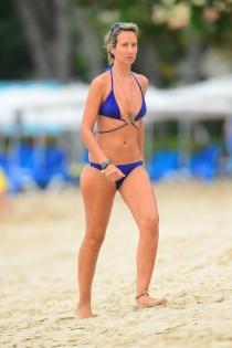 Lady Victoria Harvey de vacaciones en la playa de Barbados