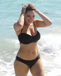 La actriz y modelo Kelly Brook durante una sesión fotográfica en Miami