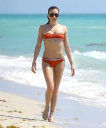 La actriz Katie Cassidy de vacaciones en Miami
