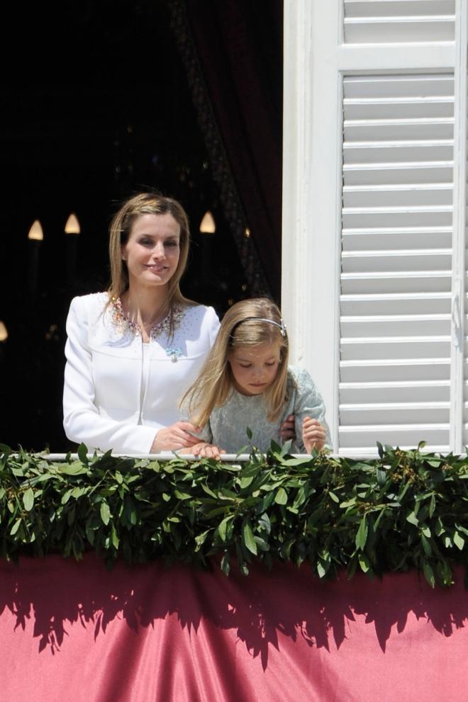 Letizia y la infanta Sofía, en el balcón del Palacio Real