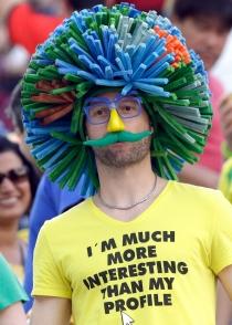 Un aficionado belga imita a Fellaini en el Mundial