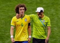 Thiago Silva trata de consolar a David Luiz tras ser humillado por Alemania