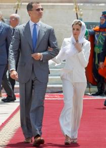 El look de la reina Letizia, acorde con las costumbres de Marruecos