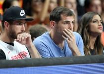 Sara Carbonero, Iker Casillas y Sergio Ramos, en el Mundial de Baloncesto 2014