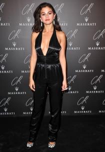El arriesgado escote de Selena Gomez en la Semana de la Moda de París