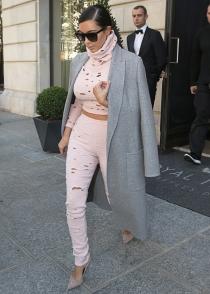 El look más agujereado de Kim Kardashian