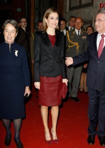 El look de Letizia en su primer viaje sola como Reina