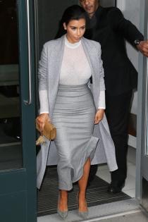 Kim Kardashian, una adicta a las transparencias y a las faldas
