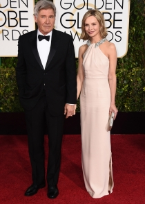 Calixta Flockhart y Harrison Ford, elegancia en los Globos de Oro 2015