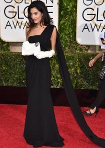 Amal Clooney, muy elegante con un total look black de Dior