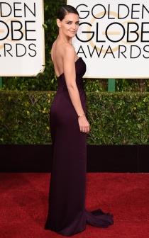 Katie Holmes apostó por el color de moda en los Globos de Oro 2015