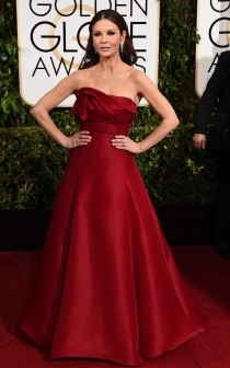 Catherine Zeta-Jones, una princesa de rojo en los Globos de Oro 2015