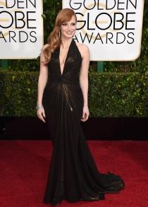 Jessica Chastain llevó un Versace escotado para los Globos de Oro