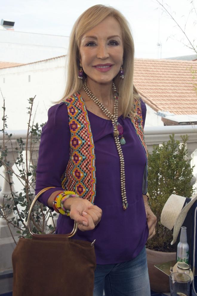 Carmen lomana tambi n apuesta por looks modernos y - Biografia de carmen lomana ...