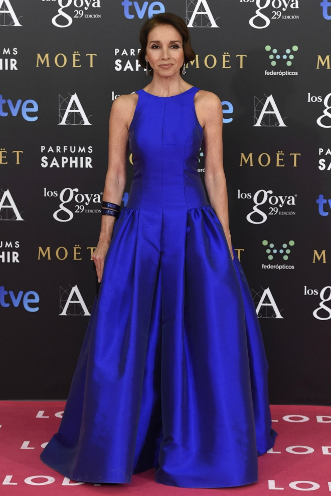 Goya 2015: Ana Belén, radiante de azul Klein - Vestidos azul klein ...