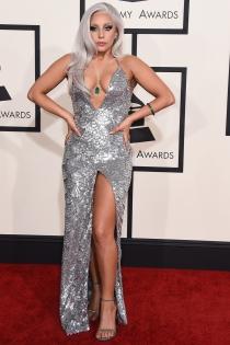 Lady Gaga, con un traje plata de Brandon Maxwell en los Grammys 2015