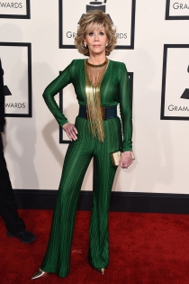Jane Fonda, vestida de Balmain en los Grammys 2015