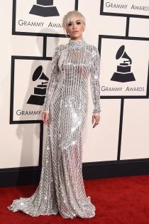Grammys 2015: Rita Ora escoge el plata de Prada