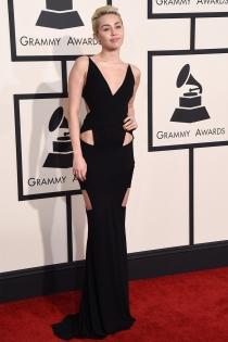 Miley Cyrus, discreta en los Grammys 2015