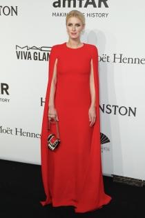 Gala amfAr 2015: Nicky Hilton, muy sexy de rojo