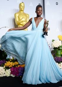 Prada: el vestido azul de Lupita Nyong'o