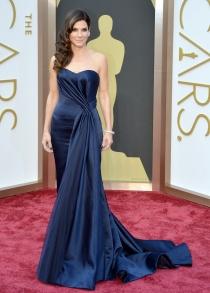Sandra Bullock, espectacular de Alexander McQueen para los Oscar