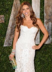 Sofía Vergara, espectacular de blanco en una de las fiestas post-Oscar