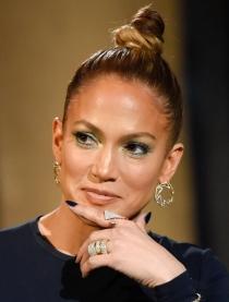 Manicuras de famosas: Jennifer López apuesta por el azul marino