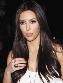 Kim Kardashian nunca lleva las uñas pintadas demasiado excesivas