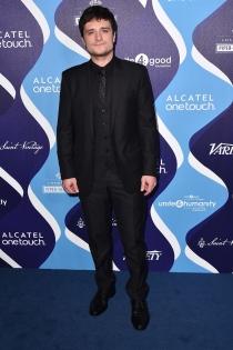 Josh Hutcherson, impecable de negro