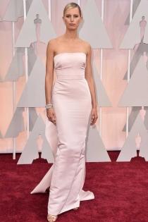 Oscars 2015: Karolina Kurkova, sencilla pero elegante
