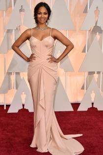 Oscars 2015: Zoe Zaldana presume de curvas