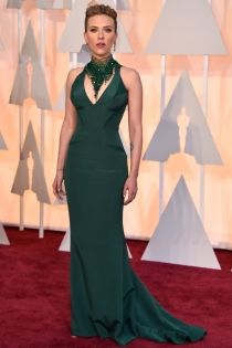 Oscars 2015: Scarlett Johansson se atreve con el verde