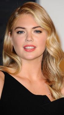 Kate Upton, sensualidad en las fiestas post-Oscars 2015