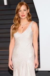 Jessica Chastain prefirió el plata para la fiesta de Vanity Fair tras los Oscars 2015