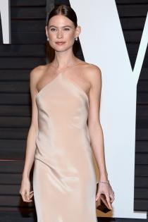 Oscars 2015: Behati Prinsloo, modelo de Victoria's Secret, en la fiesta de Vanity Fair