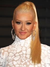 Oscars 2015: Christina Aguilera apostó por una coleta en sus peinados