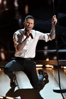 Adam Levine en los Oscars 2015