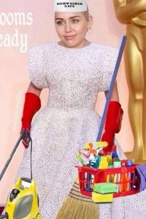 Miley Cyrus se ría de Lady Gaga