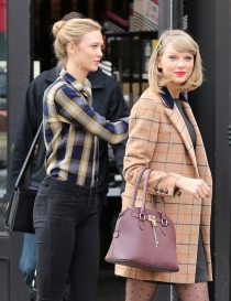 Taylor Swift y Karlie Kloss, estilo preppy de dos celebrities