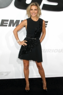 Elsa Pataky, total black