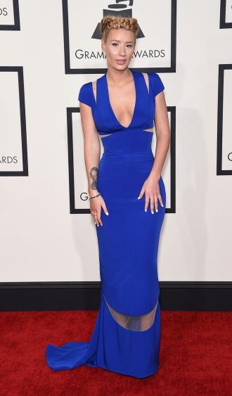 Maquillaje para un vestido azul klein