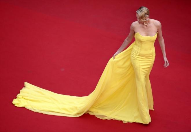 Vestidos amarillos: el glamour de Charlize Theron