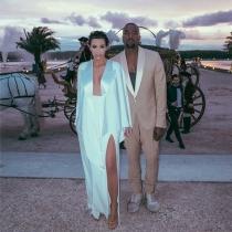Kim Kardashian y Kanye West vistieron de Margiela en su pre-boda