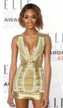 Vestidos dorados: Jordan Dunn, muy sexy con minivestidos