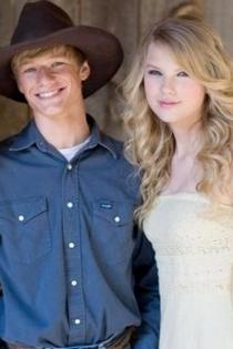 Taylor Swift y Lucas Till