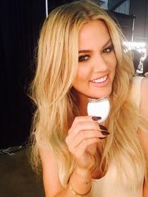 Khloé Kardashian también presume de dentadura en Instagram