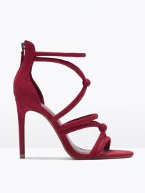 Sandalias de Zara: el tacón frambuesa