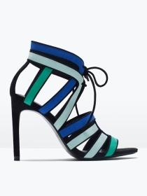 Sandalias con tacón de colores, una opción en Zara